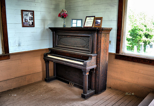 piano room photo
